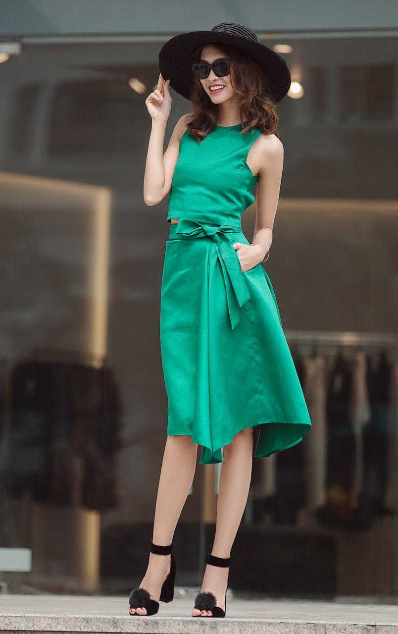 Nguyễn Oanh Vietnam's Next Top Model lựa chọn phong cách đối lập xuống phố trước thềm Vietnam International Fashion Week Thu Đông 2016 - ELLE VN