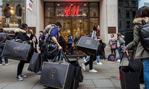Người dân đổ xô đi mua đồ Balmain x H&M