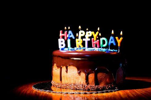 Bánh kem chúc mừng sinh nhật