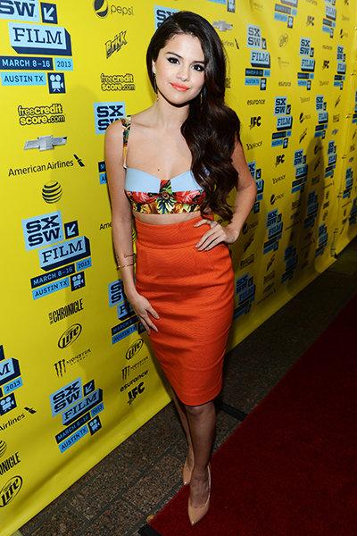 Phong cách của Selena Gomez lúc này cũng đã chuyển sang một bước ngoặt mới với hình ảnh