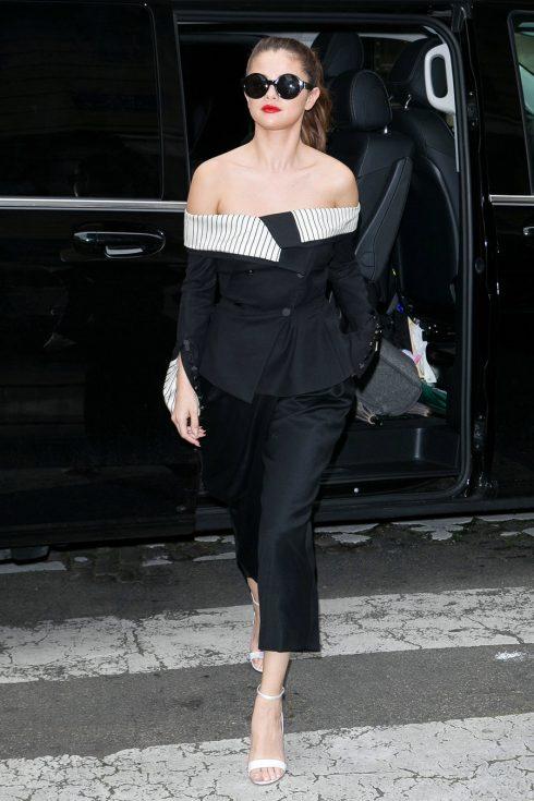 3/2016 Selena Gomez sau quá trình giảm cân đã lấy lại được vóc dáng chuẩn xinh đẹp của mình.