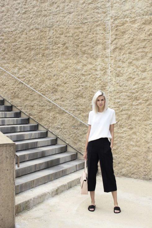 quần lửng ống rộng mặc với áo gì - áo thun trắng
