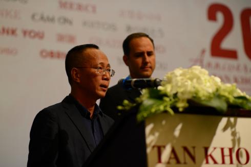 Ông Lê Quang Huy, TGĐ Tấn Khoa trong lễ kỷ niệm và công bố phân phối sản phẩm mới