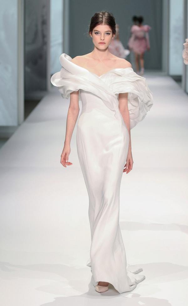 váy cưới đẹp trễ vai của Ralph Russo