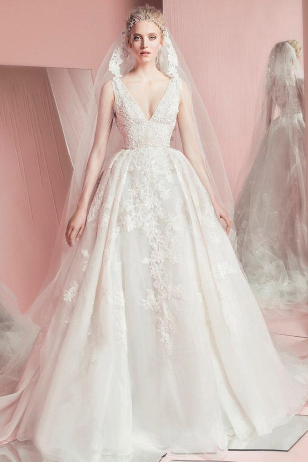 váy cưới đẹp với cổ chữ V khoét sâu của Zuhair Murad
