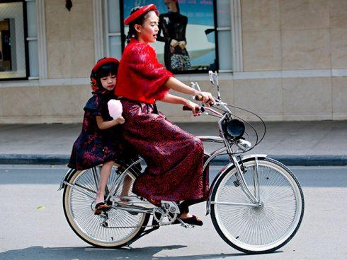 Street style VIFW 2016 của giới trẻ Việt 'vàng thau lẫn lộn'