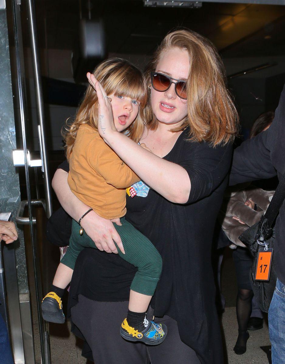 Con trai ca sĩ Adele.