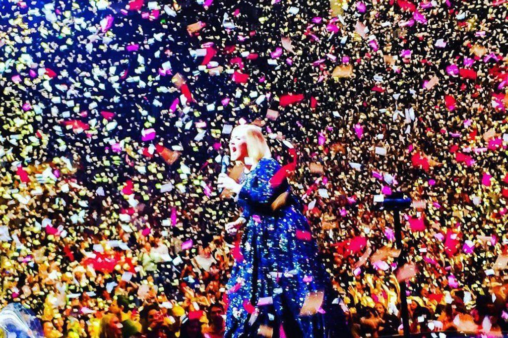 Ca sĩ Adele.