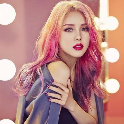 top-beauty-blogger-han-quoc-ban-nen-theo-doi-10