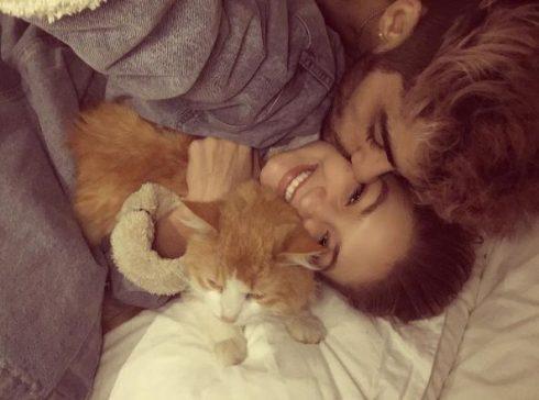 """Những tấm ảnh tình cảm của hai người trên Instagram cá nhân của Gigi được rất nhiều fan hâm mộ """"bấm like"""""""