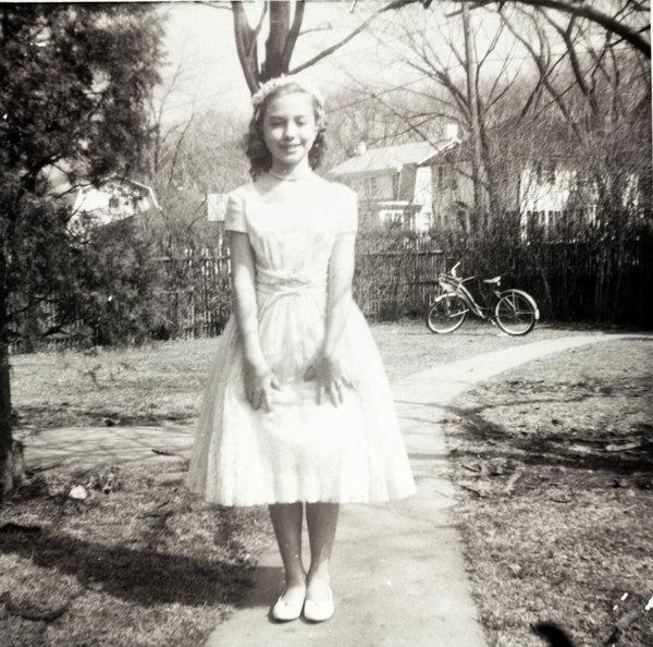 Phong cách thời trang của bà Hillary Clinton khi còn bé