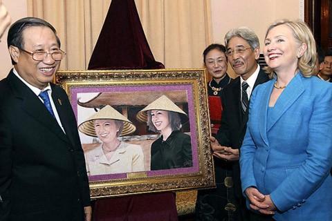 Hilary Clinton tới thăm Việt Nam trên cương vị là ngoại trưởng.