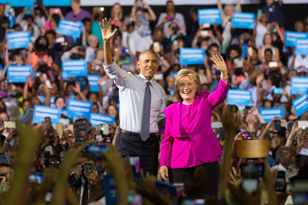 Vợ chồng Tổng thống Obama đang đứng về phía của Hilary Clinton.