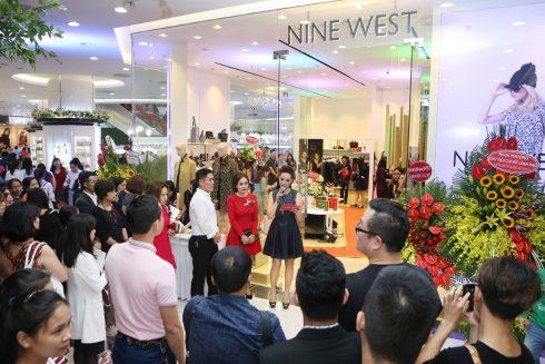 nine-west-khai-truong-hcm-1