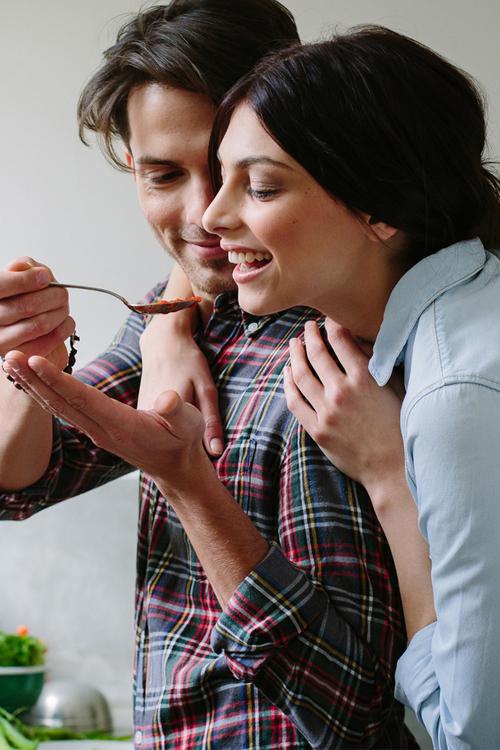 Hôn nhân như căn bếp, ấm lạnh do người nhóm lửa