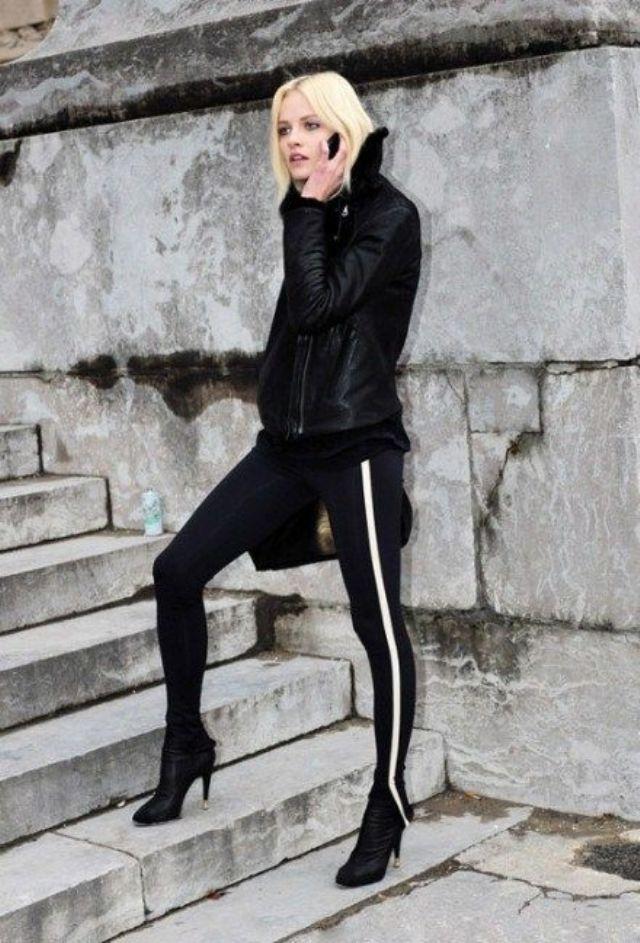 Bạn cũng có thể chọn legging có họa tiếc sọc để đôi chân trông dài hơn.