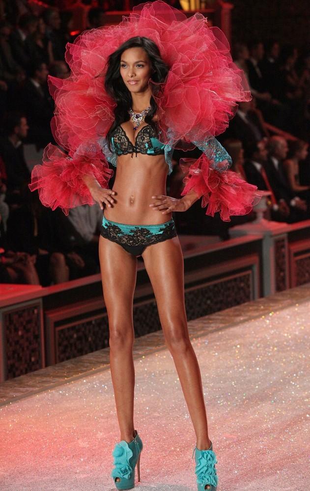 Lais Ribeiro - Thiên thần Victoria's Secret ELLE VN