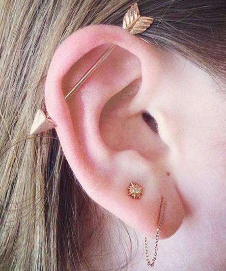 Xỏ lỗ ngang Scaffold - 10 kiểu xỏ lỗ tai được yêu thích - elle vn