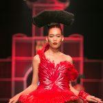 Nguyễn Oanh trình diễn thiết kế 20kg của NTK Frederick Lee - ELLE VN