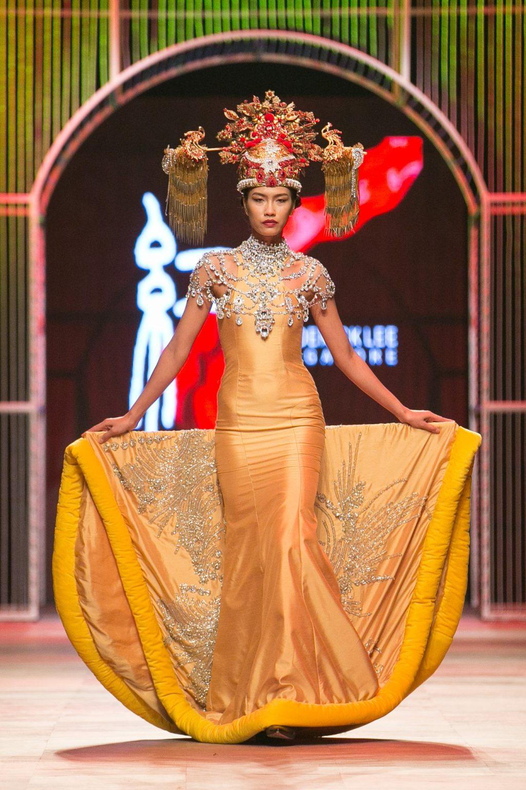 """NTK Frederick Lee """"nhuộm đỏ"""" sàn diễn thời trang Thu-Đông 2016"""