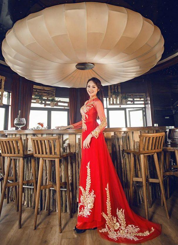 Mẫu áo dài cưới đẹp - áo dài xoè đuôi - elle vn