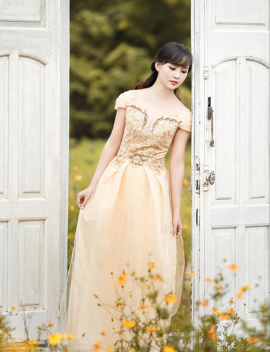 Mẫu áo dài cưới đẹp - áo dài trễ vai - elle vn