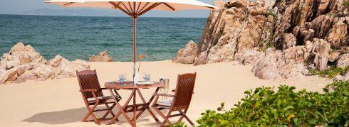 Kỳ nghỉ lãng mạn bên bờ biển dành cho cặp đôi.