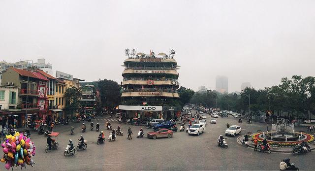 quảng Trường Đông Kinh Nghĩa Thục.