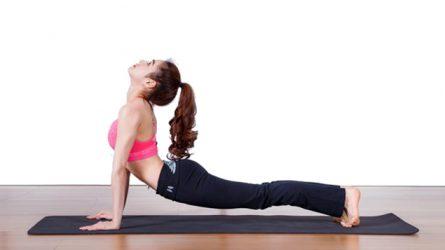 5 tư thế đơn giản tập yoga tại nhà giúp cải thiện sức khỏe, vóc dáng