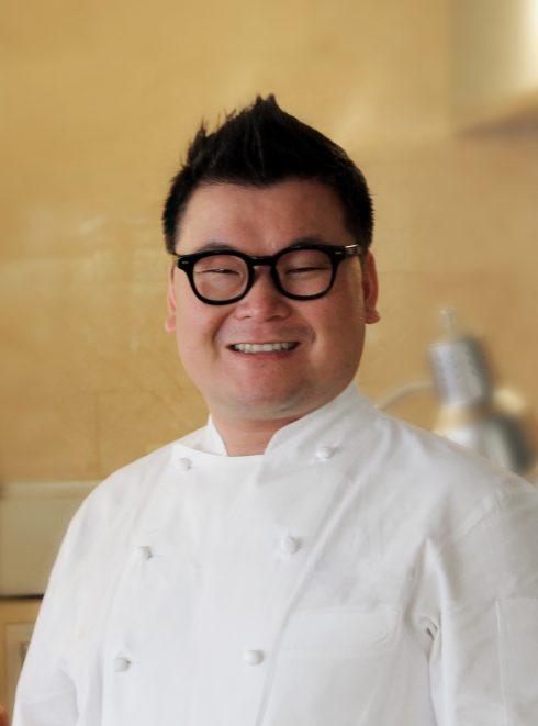 Bếp trưởng Allen Cha với hơn 17 năm kinh nghiệm Tại nhiều khách sạn 5 sao quốc tế như Ritz-Carlton Naples Floria, Ranaissance CaoHeijing hay Marriott Suzhou