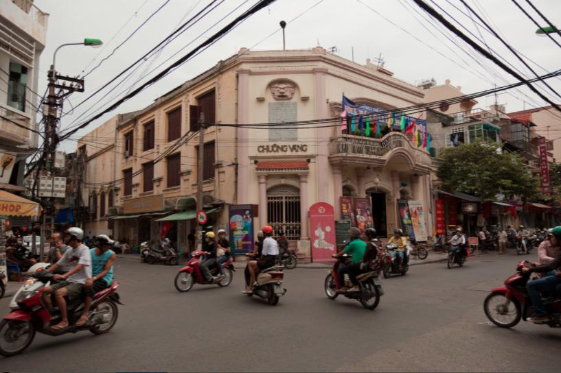 Rạp hát Chuông Vàng elle vn
