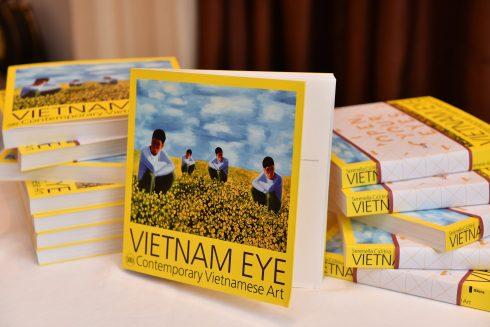 Vietnam Eye quy tụ tác phẩm của 56 nghệ sĩ Việt Nam.
