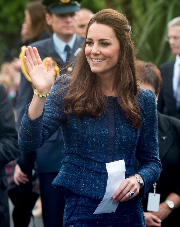 Vải tweed, chất liệu kinh điển trong mùa Thu-Đông: Công nương Kate Middleton