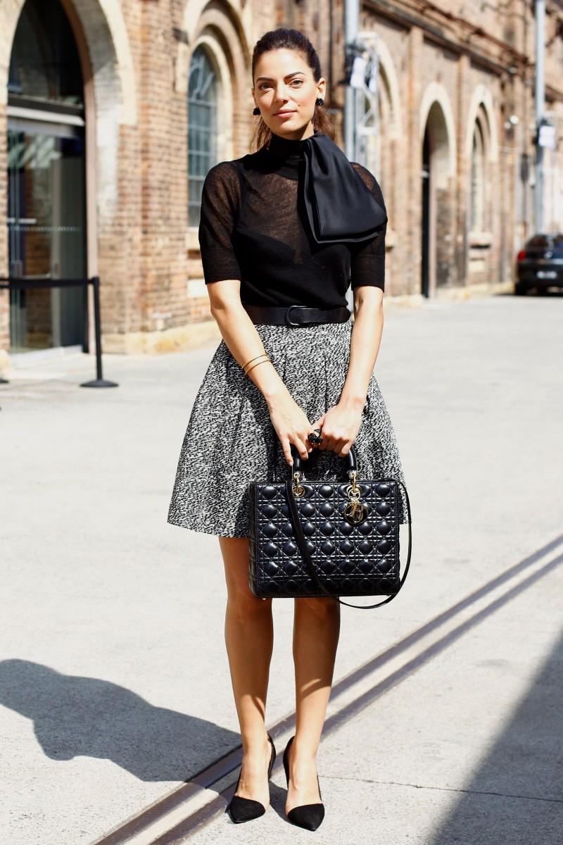 Vải tweed, chất liệu kinh điển trong mùa Thu-Đông: chân váy nữ