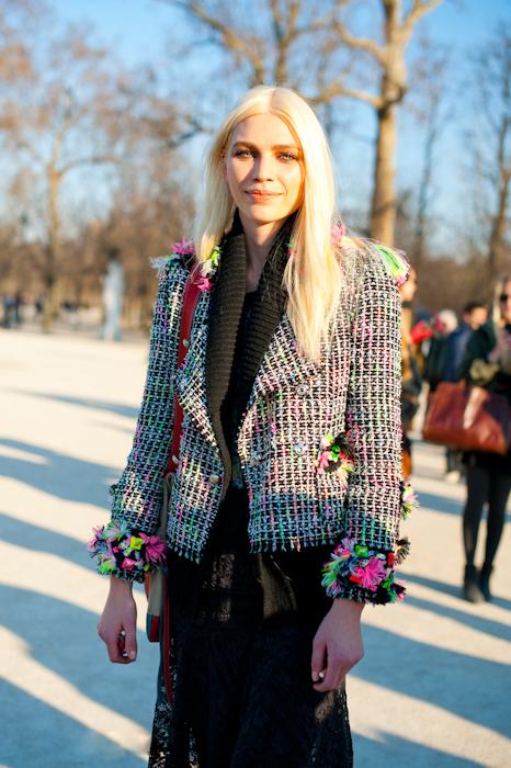 Vải tweed, chất liệu kinh điển trong mùa Thu-Đông: áo jacket nữ