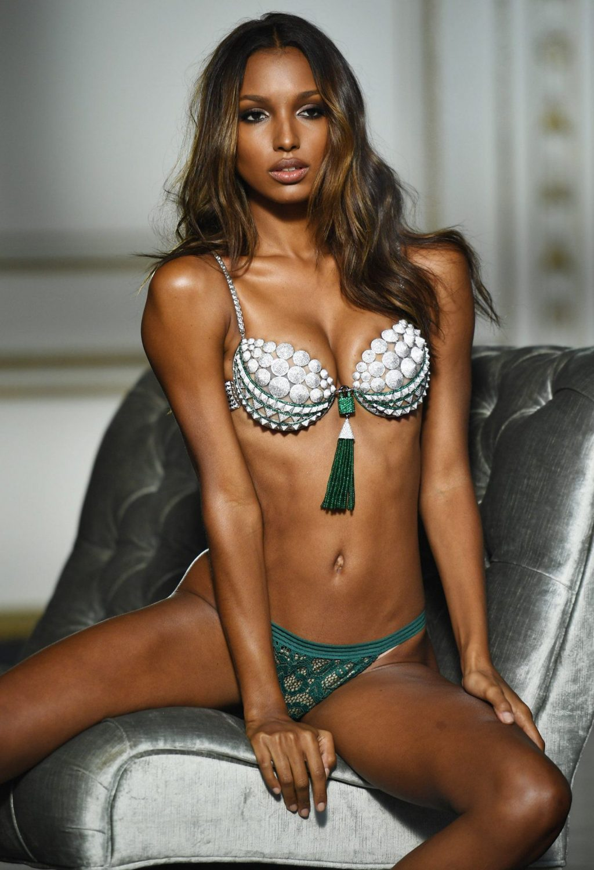Thiên thần Victoria's Secret Jasmine Tookes mặc Fantasy Bra.