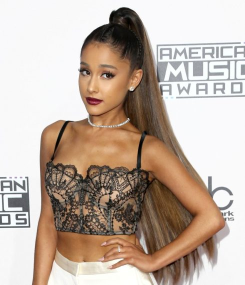 10 ngôi sao có phong cách trang điểm đẹp nhất thảm đỏ AMA 2016 - Ariana Grande