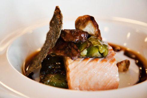 Buffet hải sản cuối tuần với nhiều loại hải sản thượng hạng.