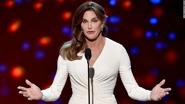 Cuộc sống của bố dượng Kim – Caitlyn Jenner sau 1 năm chuyển giới ELLE VN