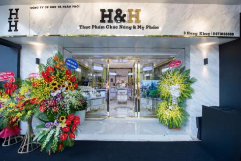 Sữa rửa mặt Gold Foam 24K được giưới thiệu và bán tại chuỗi showroom mỹ phẩm và thực phẩm chức năng cao cấp H&H (Healthy & Happy).