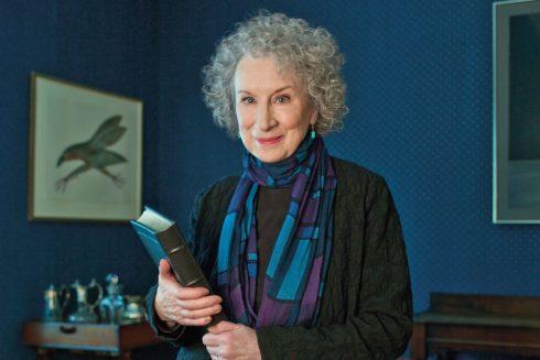 Tay sát thủ mù - Bất cần và say đắm - Margaret Atwood