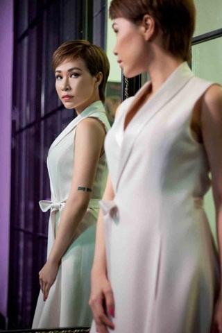 Ca sĩ Uyên Linh: