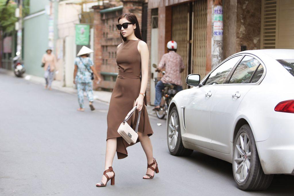 Kỳ Duyên xinh đẹp lái xe hơi riêng đi thử trang phục cho Tuần lễ Nhà thiết kế thời trang Việt Nam Thu - Đông 2016 - 01