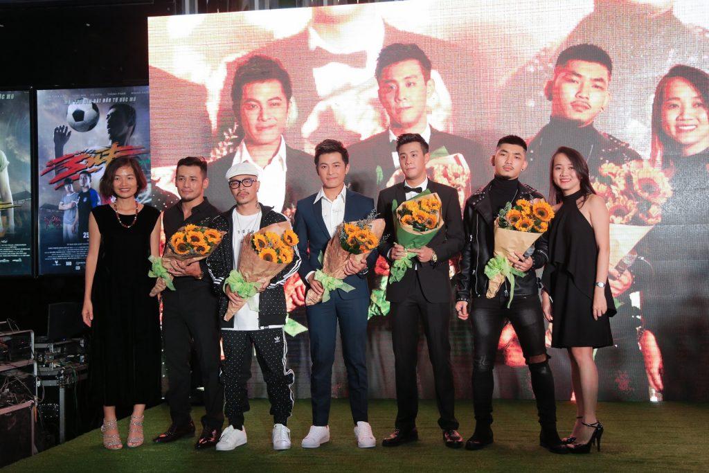 Dàn sao hào hứng đi xem phim SÚT của Việt Max - 01