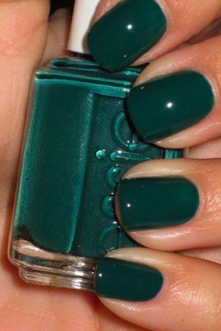 10 gợi ý màu sơn móng tay đẹp cho mùa lễ hội cuối năm