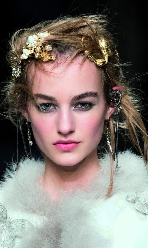 Xu hướng phụ kiện thời trang nổi bật Thu Đông 2016 - Alexander McQueen