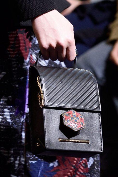 Xu hướng phụ kiện thời trang nổi bật Thu Đông 2016 - Roland Mouret