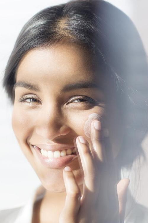 Bất ngờ với 10 cách chăm sóc da mặt ngay khi ngủ