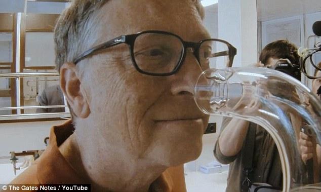 """Vì sao Bill Gates sản xuất """"nước hoa"""" cho nhà vệ sinh? ELLE VN"""
