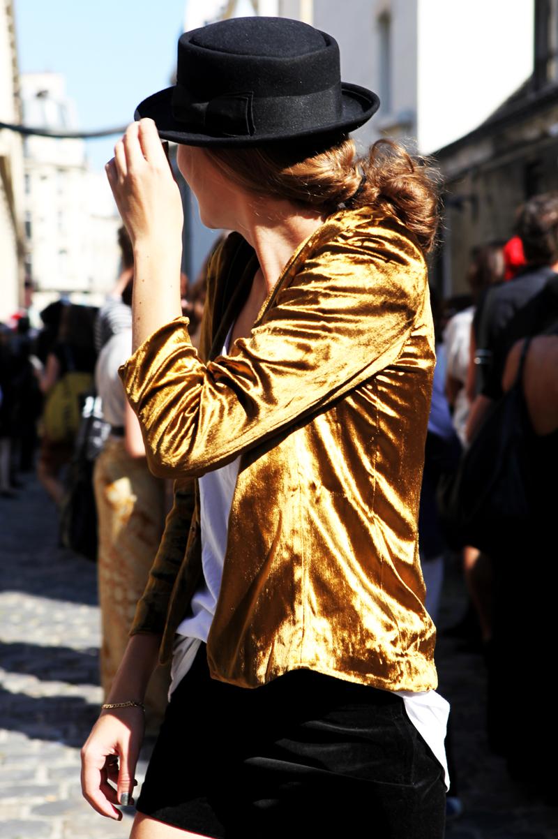 Vải nhung: Áo khoác thời trang